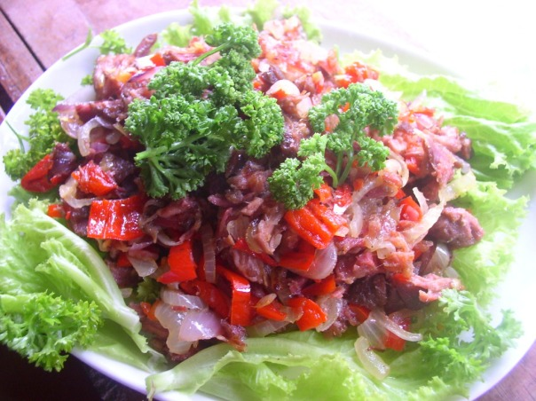Cured pork meat can also be prepared with salad greens. Here is my version of salted pork.